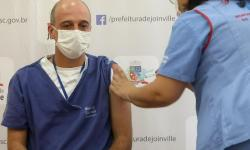 Primeiras pessoas a receberem a vacina contra Covid-19 em Joinville